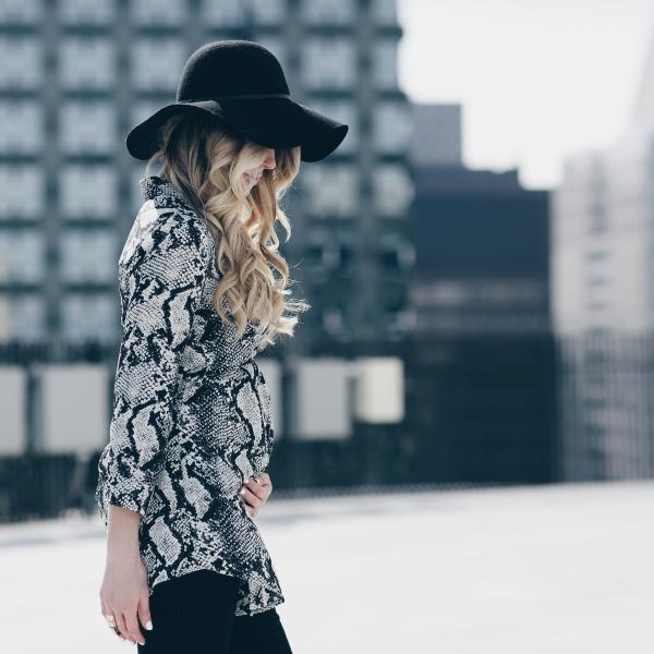 Missguided Snake Print Shirt Dress om Chicago Fashion Blogger Lauren Sebastian